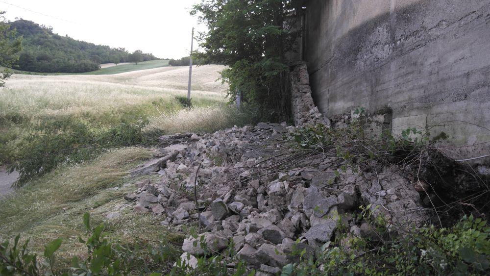 cimitero vezzano muro crollato