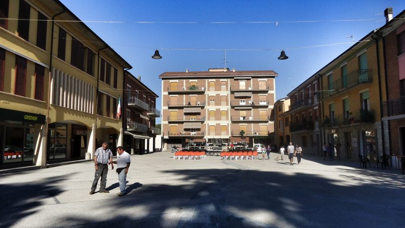 piazza vezzano